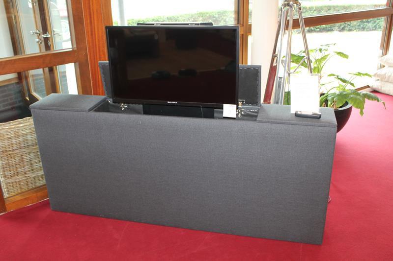 Flatscreen Tv Meubel.Tv Meubel Met Flatscreen Tv Salora 32 Inch Meubel Is V V Lift
